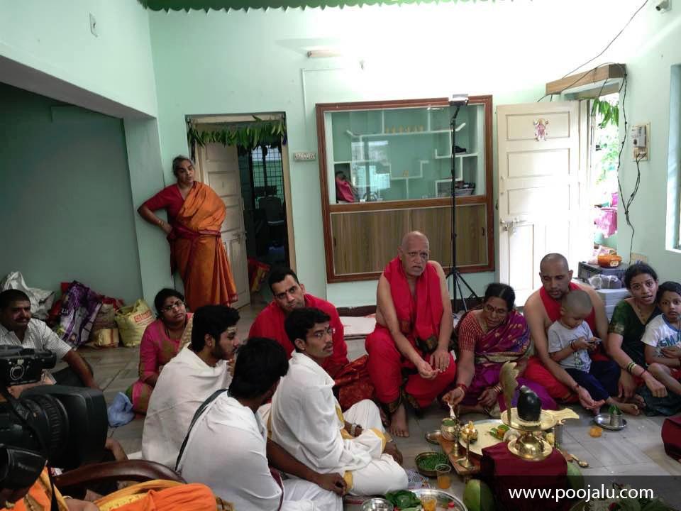 Pandit jis Performing Shiva Pooja