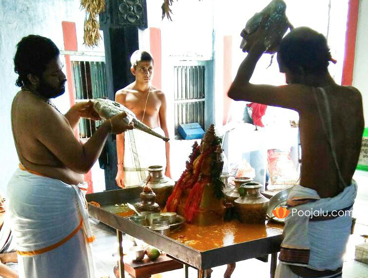 Performing-Ganapati-Abhishekam