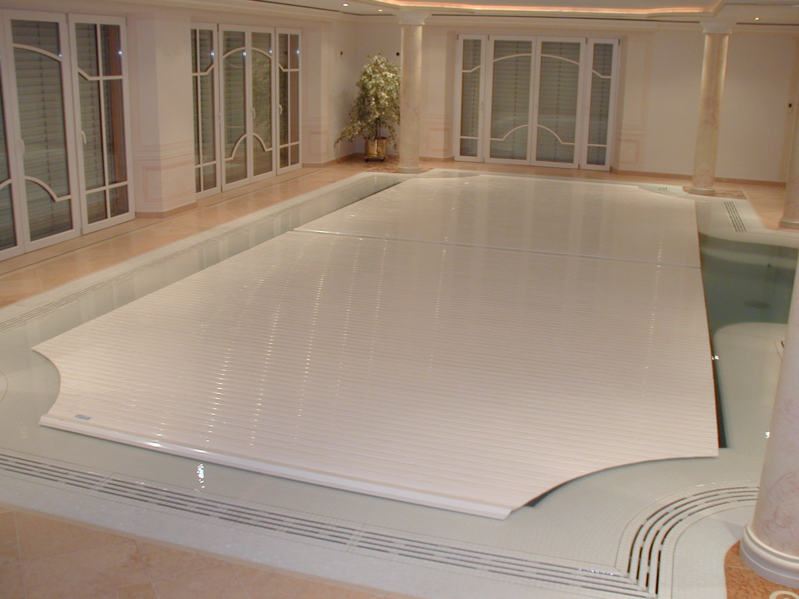 IndoorOutdoor  Automatic Energy Saving Pool Covers by