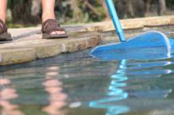 pool maintenance - Pool Skimming - removing dirt