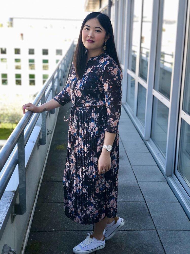 La robe longue fleurie de Caroline
