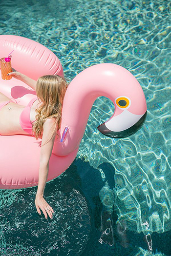 sea-sex-and-swimming-pool-and-ice-cream_01_43