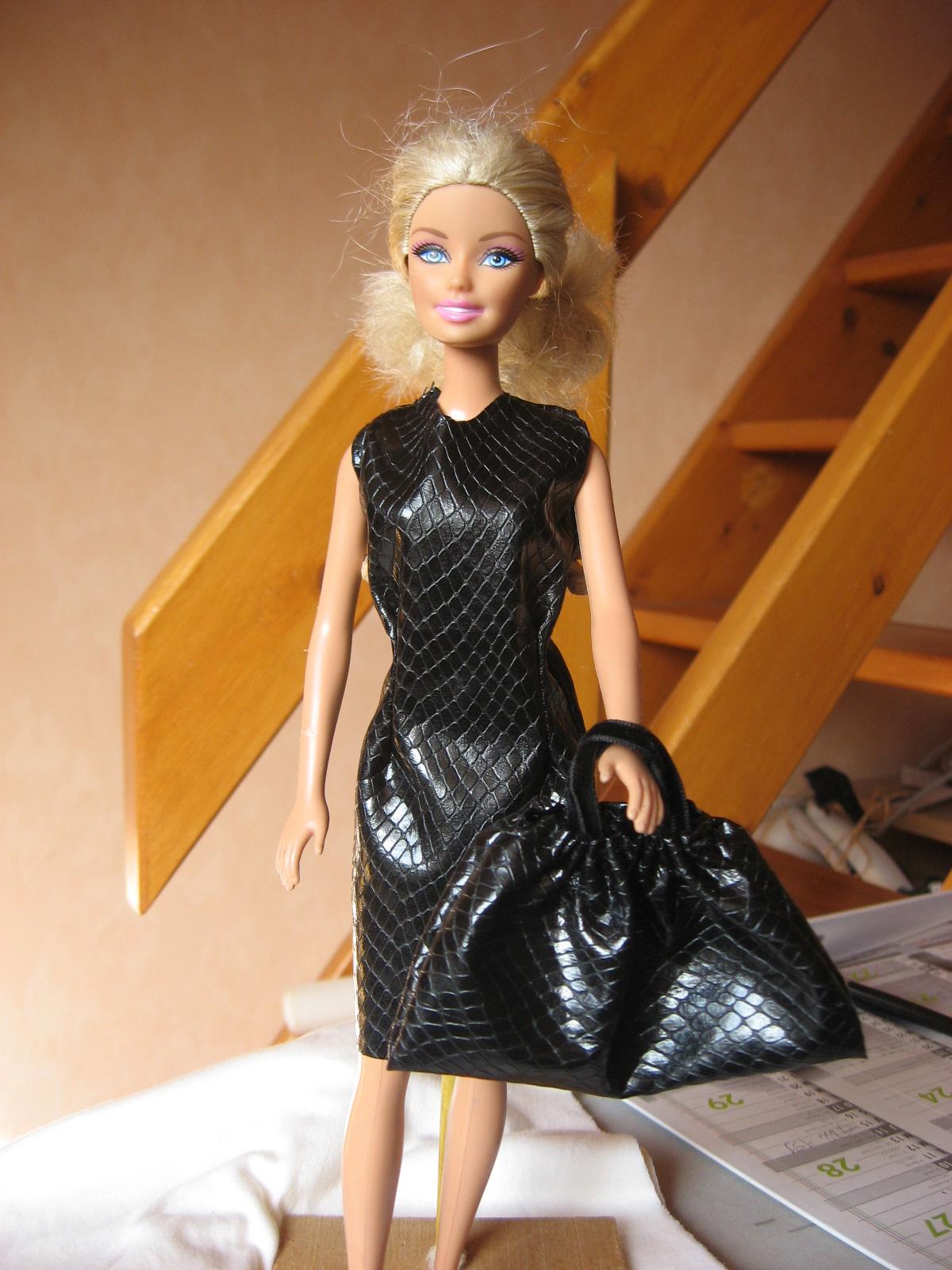 Petite robe noire pour Barbie  Pop Couture