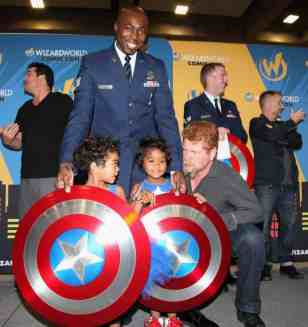 SACRAMENTO, CA - JUNE 17: Staff Sgt. Johnathan Gales and his children pose for a photo with actor Michael Cudlitz at the Wizard World Sacramento Honors Hometown Heroes event at the Sacramento Convention Center on June 17, 2016 in Sacramento, California. (Photo by Kelly Sullivan/Getty Images for Wizard World, Inc.)