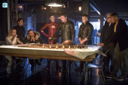 [Photos] Get Your First Look At The DC-TV Crossover Event [THE FLASH 4x08]