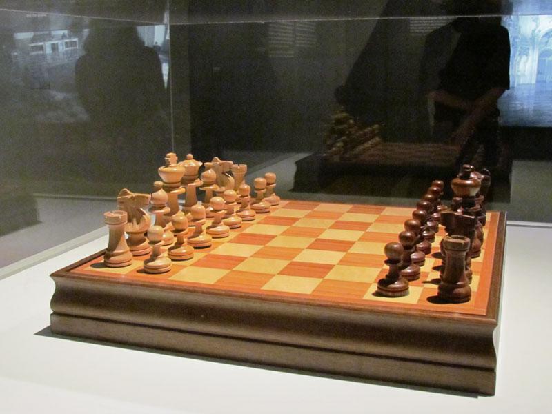 kubrick-chess-set