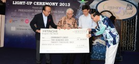 Mr Kiyoaki Iigaya, Chief Executive of Asia, Hitachi, Ltd presenting a cheque of $220,000 to Mr Phillip Tan, Chairman of Community Chest, witnessed by President Tony Tan Keng Yam and Minister Chan Chun Sing