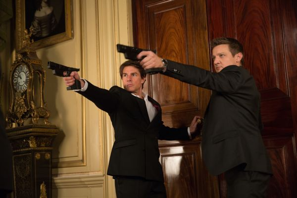Left to right: Tom Cruise plays Ethan Hunt and Jeremy Renner plays William Brandt in Mission: Impossible – Rogue Nation from Paramount Pictures and Skydance Productions