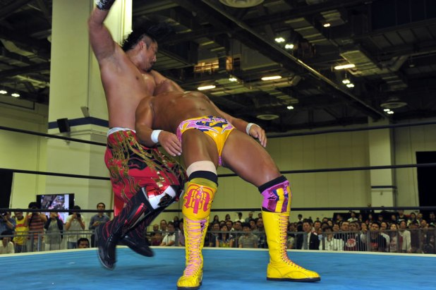 WRESTLING WORLD 2016 IN SINGAPORE Hirooki Goto vs Tomoaki Honma