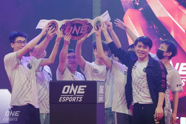 ONE Esports - Sg Major - Trophy Champions - Invictus Gaming