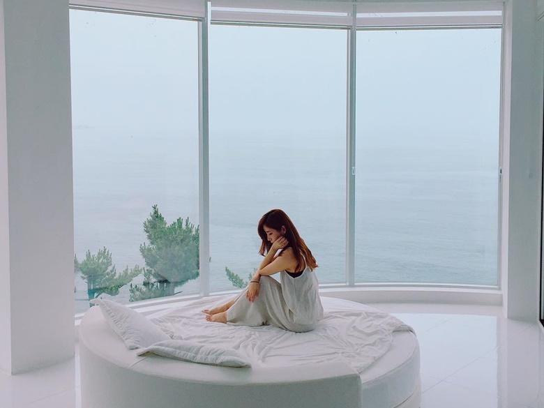 睡醒就可以看到湛藍海景,這麼漂亮的海景套房住進去就不想回家了啦!
