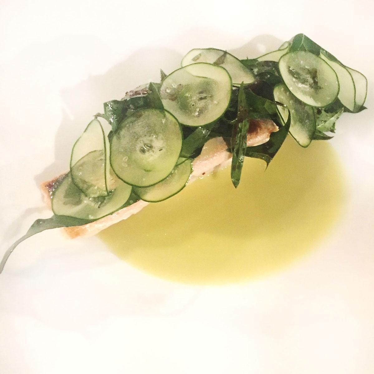 Sgombro, cicoria e oliva verde
