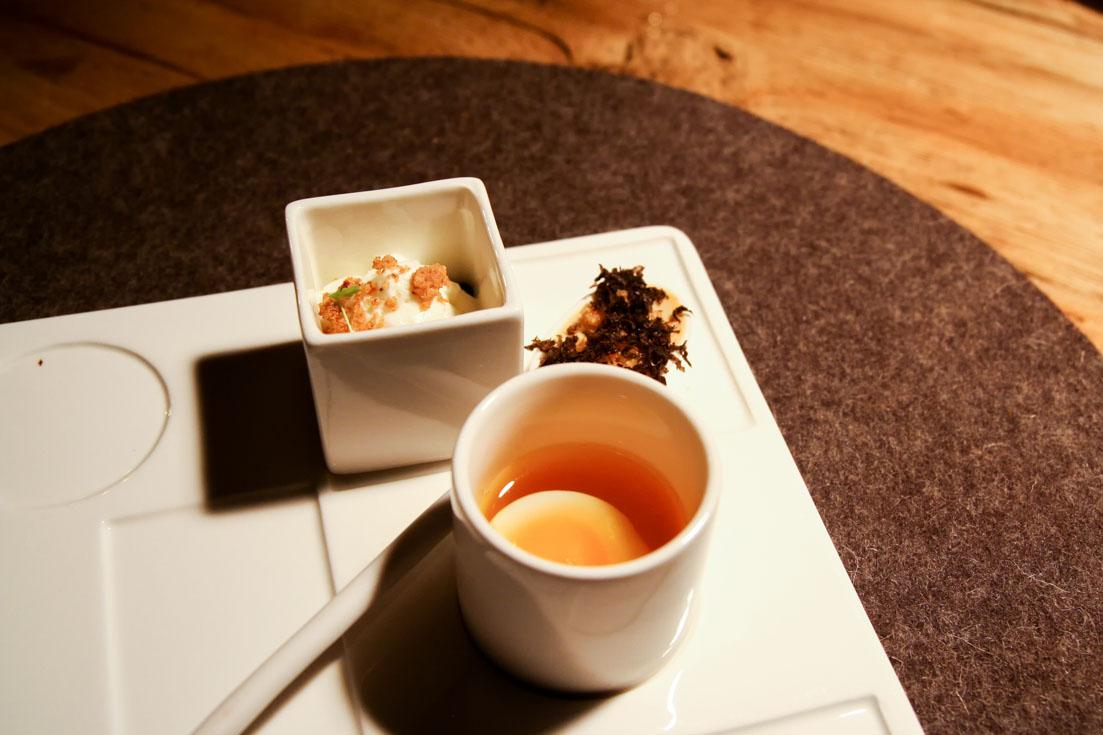 Amuse bouche - Uovo di quaglia in brodo di zafferano; mousse di porcini e tartufo; crème brûlée di zucca con spuma di caprino