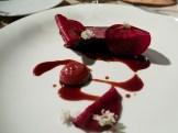 Diaframma di manzo, chutney di prugna, rapa rossa glassata, fiori di carota