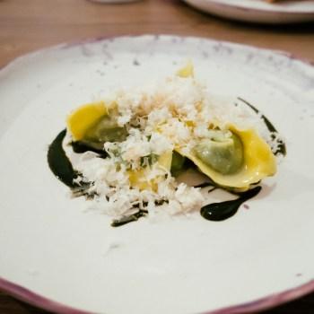 Tortelli di erbe spontanee, parmigiano affumicato, estratto di salvia