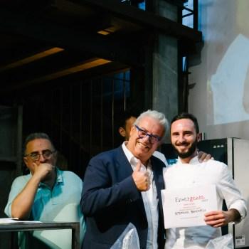Stefano Bacchelli premiato da Igles Corelli