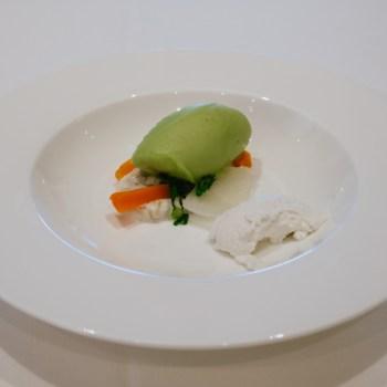 Grano e mandorle, crema di ricotta, verdure, gelato di zucchina