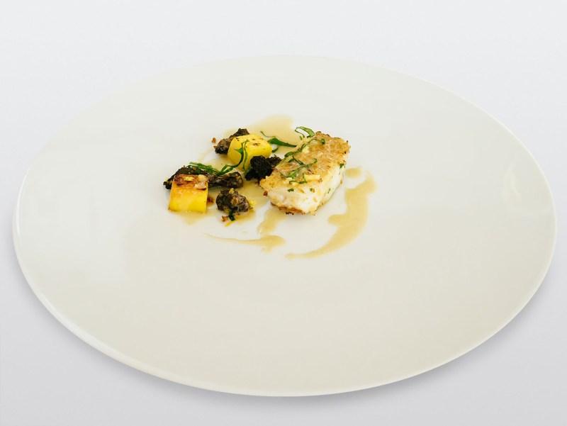 Ulliassi - Ombrina alla griglia, salsa al vino bianco, spugnole, pesca
