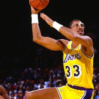 """The famous """"skyhook."""" NBA"""