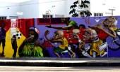 Rio de Janeiro. Un lungo murale che critica il business intorno all'organizzazione del mondiale a scapito della popolazione brasiliana.