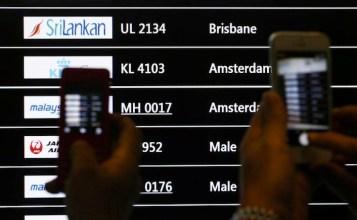 Il tabellone dell'aeroporto di Kuala Lumpur (in Malesia) segnala la sparizione dell'MH17.