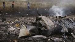 I resti dell'aereo malese si sono sparsi nel raggio di quindici chilometri.