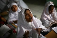 Bambine rohingya. I rohingya sono musulmani.