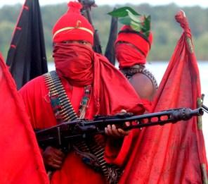 Guerriglieri ogoni, i principali nemici delle multinazionali del petrolio.