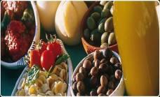 Le orecchiette, il famoso pane di Monte Sant'Angelo cotto nel forno a legna, i taralli, l'olio extra-vergine di oliva e il caciocavallo podolico.