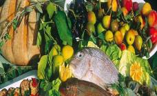 I limoni di Rodi, prodotti ittici e il famoso pane di Monte Sant'Angelo cotto nel forno a legna.
