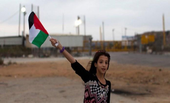bimba con bandiera palestinese