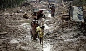Un villaggio distrutto dalla furia dell'esercito.