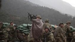 Truppe statunitensi di vedetta tra le montagne del nord del Paese.