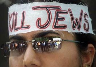 Jihadista antisemita partecipa a una manifestazione a Poso.