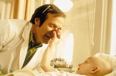 Patch Adams, regia di Tom Shadyac (1998) «Se si cura una malattia, si vince o si perde; ma se si cura una persona, vi garantisco che si vince, si vince sempre, qualunque sia l'esito della terapia».