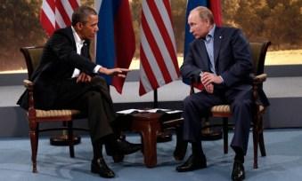 Il presidente degli Stati Uniti Barak Obama a colloquio con l'omologo russo Vladimir Putin.