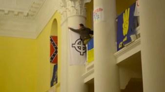 Militanti di Svoboda occupano l'università di Kiev.