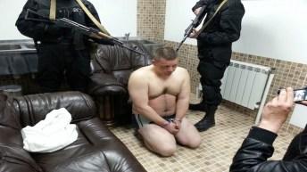 Uno degli oppositori sequestrati e minacciati da Lyashko e i suoi camerati.