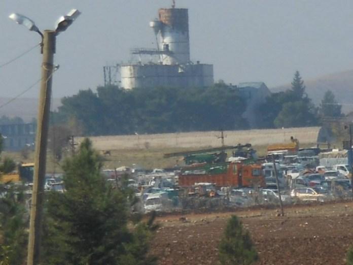 Macchine abbandonate dai profughi di kobane in fuga