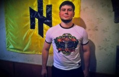 Ygor Golouin, mercenario nazista russo che combatte tra le fila del battaglione Azov.