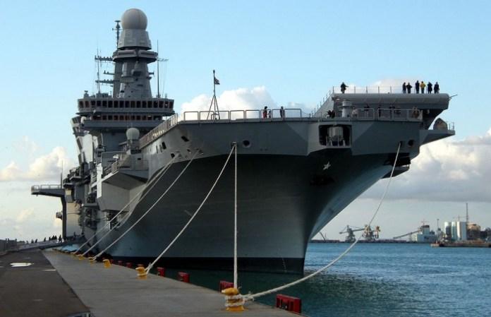 La portaerei Cavour ormeggiata a Civitavecchia