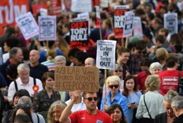 Labour, il vertice sfiducia Corbyn, la base sfiducia il vertice