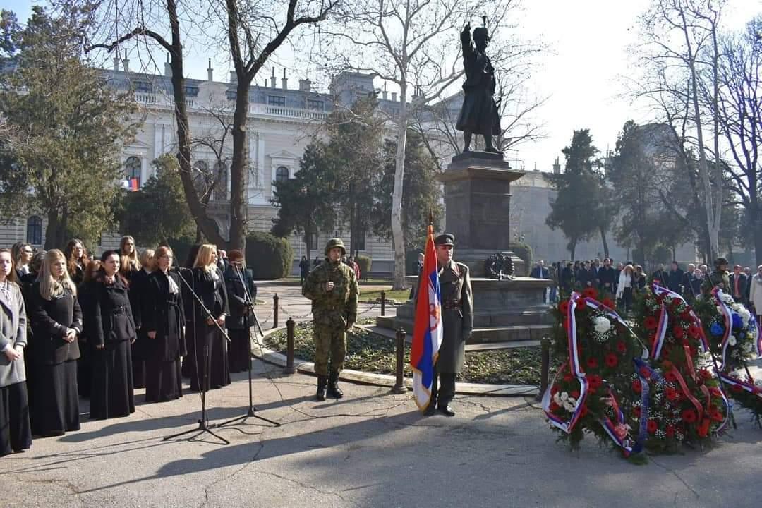 Obeležen dan državnosti u Požarevcu, Položeni venci na spomenik kneza Miloša