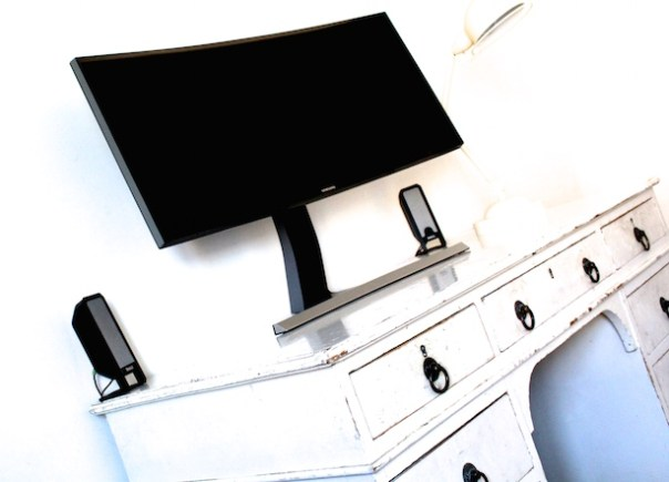Samsung curved monitor SE790C on white desk