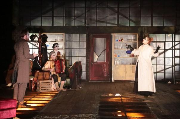 Jonathan Holloway's Jekyll & Hyde (courtesy Chung Ying Theatre Company) 35