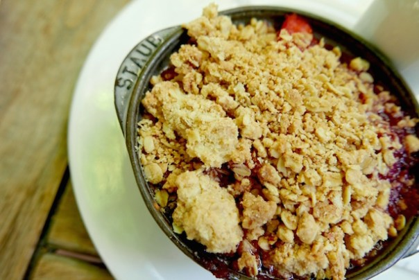 Apple & Berry Crumble, Custard