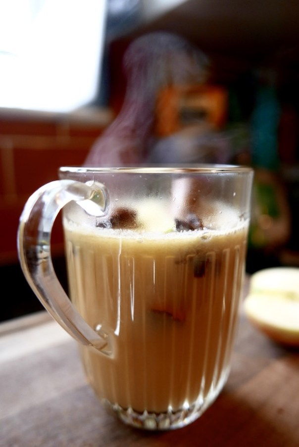 Hot apple spiced drink