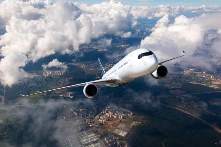 علاقة الطيران بالبيئة الداخلية والخارجية ومخاطر الطيران على البيئة
