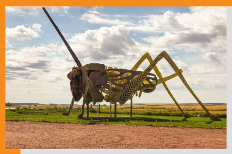 giant grasshopper statue on the enchanted highway