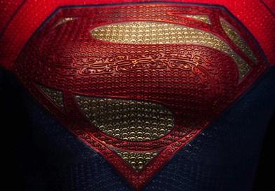 Filme The Flash revela uniforme da Supergirl!